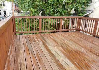 House-Twist-Deck-Pressure-Washing-and-Painting3